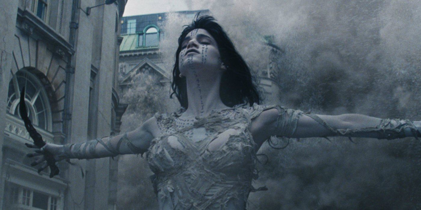 Sofia Boutella holding dagger in horror film remake The Mummy