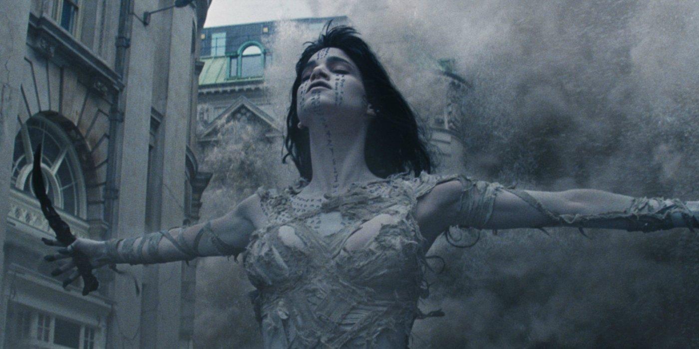 Sofia Boutella holding dagger in horror film remake The Mummy